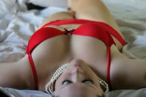 Frau rot erotisch